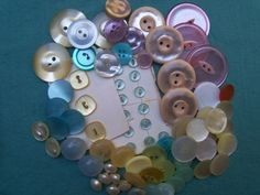 PALE PEACH Size 28 10 Two Tone Variegated Buttons 18mm