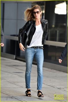 gisele bundchen lands in leather after short trip to brazil 04 Gisele Bundchen's hair blows perfectly in the wind while she makes her way through JFK Airport on Thursday (August 28) in New York City.    The 34-year-old supermodel…