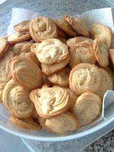 Diário de Receitas: Rosquinhas de côco - Concurso Cookie Recipes, Snack Recipes, Dessert Recipes, Snacks, Portuguese Desserts, Portuguese Recipes, Cake Piping, Good Food, Yummy Food