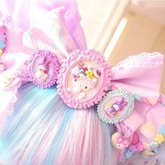 Lolita hairbow embellished with deco cabochons Harajuku Fashion, Kawaii Fashion, Lolita Fashion, Cute Fashion, Kawaii Jewelry, Kawaii Accessories, Hair Accessories, Mode Kawaii, Kawaii Art
