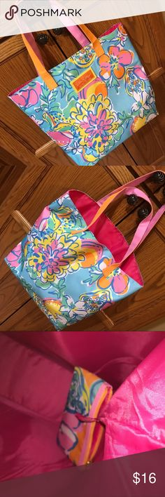 Lilly Pulitzer Tote Bright NWOT Tote with mini zip pouch still attached inside. Made for Estée Lauder Lilly Pulitzer Bags Totes