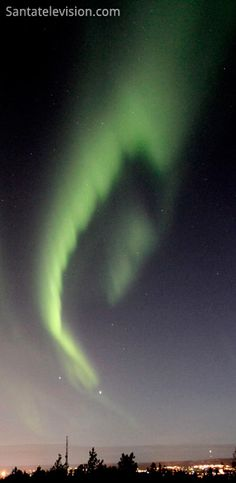 Northern lights (Aurora Borealis) in the sky above Rovaniemi city, Lapland in Finland. Aurora Borealis, Northern Nights, Santa Claus Village, Fuerza Natural, Arctic Circle, Winter Is Here, Tornados, Lofoten, Natural Phenomena