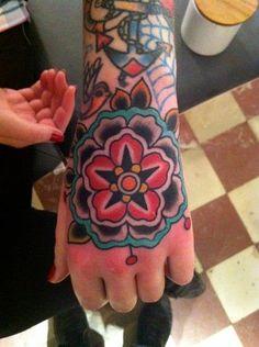 Fotos de tatuagens nas mãos: 54 imagens
