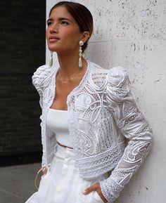 People, how mega nice 🖤 I think that& a bomb outfit for the . - People, how mega nice 🖤 I think that& a bombshell outfit for that - Couture Mode, Style Couture, Couture Fashion, Glamour, Estilo Hippie, Elegant Outfit, White Outfits, White Fashion, Fashion Details