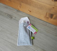 Petite pochette voyage pour brosse à dents et/ou dentifrice, pochette brosse à dent, pochette transport,pochette dentifrice, étoile,triangle de la boutique PetitHerissonM sur Etsy
