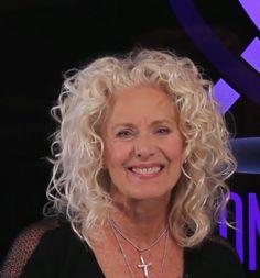Jeanne Braa Foster - Hair Stylist Wavy Hair 2c, Short Curly Hair, Curly Hair Styles, Medium Layered Hair, Natural Curls, Grey Hair, Hairstyle Ideas, Hair Ideas, Straight Hairstyles