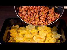Wiesz co? Nie trzeba kombinować - ziemniaki i mięso to idealne połączenie! | Smaczny.TV - YouTube Carne Picada, Jamie Oliver, Empanadas, Beef Recipes, Quiche, Meat, Food, Carne Asada Fries, Cooking Recipes