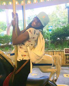 typical. photo credit @wen.figueroa #wendytakesthebestpics#carousel #stillmyfavorite #perfectingmytrickriding #sushi #horses #sixflags #sixflagsmagicmountain #bigkid #love #laughallday #perfect #amusementpark #fun #playallday #havefun #girl #fashion #style #emojis #wee