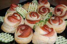 Розы из колбасы и слоеного теста.Roses made from sausage and puff pastry