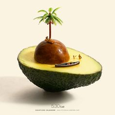 Little People Project - hoy - - Avacado Ideen - Aguacate Photo Illusion, Creative Photography, Art Photography, Avocado Art, Miniature Calendar, Miniature Photography, Graphisches Design, Tiny World, Funny Illustration