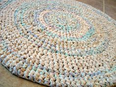remembering mom's rag rugs, hers looked exactly like this one