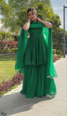 Party Wear Indian Dresses, Pakistani Fashion Party Wear, Designer Party Wear Dresses, Indian Gowns Dresses, Indian Bridal Outfits, Kurti Designs Party Wear, Indian Fashion Dresses, Dress Indian Style, Indian Designer Outfits