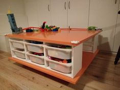 Matériel nécessaire: 2 rangements IKEA Trofast 1 lot de protections d'angle IKEA Patrull 2 planches en aggloméréde 100x100x18 750 ml de peinture blanchel