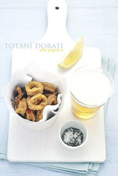 Totani fritti dorati Crispy Polenta, Eat Slowly, Salty Foods, Dinner For Two, Calamari, Frittata, Finger Foods, Food Styling, Food Inspiration
