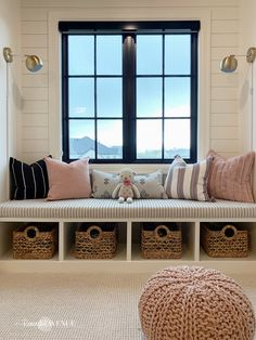 The perfect reading space: 4 ingredients to a cozy window seat Do you love a perfect reading space in your home? Today I'm sharing 4 ingredients to a cozy window seat. Learn how to create a perfect reading nook at home. Window Seat Cushions, Window Benches, Window Seats, Window Seat Kitchen, Bedroom Windows, Window Design, Windows And Doors, Steel Windows, Home Decor Ideas