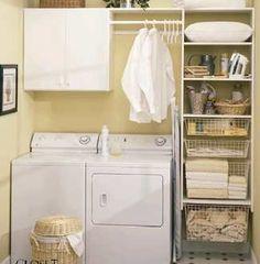 機能的なバスルームのランドリー収納