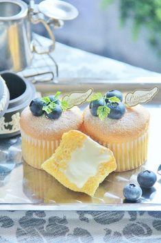 もかさんの「ふわとろ、ちーず」レシピ。製菓・製パン材料・調理器具の通販サイト【cotta*コッタ】では、人気・おすすめのお菓子、パンレシピも公開中!あなたのお菓子作り&パン作りを応援しています。 Japanese Pastries, Japanese Cake, Sweets Recipes, Cupcake Recipes, Baking Recipes, Bread Cake, Molecular Gastronomy, Street Food, Cake Decorating