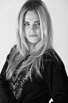 Xplota Magazine Photographer: Isaac Biel Model: @garazibeloki #actriz #modelo #model #retrato #mirada #blondehair
