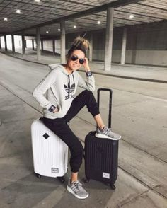 15 Comfortable Airport Outfit to Copy - Fashionetter