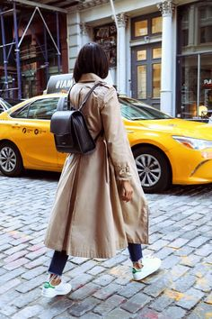 8 Classic Fall Jackets Every Woman Should Have in Her Closet (Love, Fashion & Friends) Sneaker Outfits, Autumn Street Style, Street Style Women, Street Chic, Street Wear, Fall Winter Outfits, Autumn Winter Fashion, Fashion Spring, Friends Mode