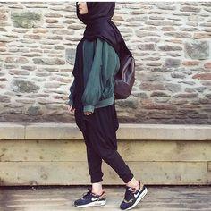 Hijab syar'i. sporty hijab , casual hijab, lazy hijab look, sneakers hijab. Egyptian Fashion, Arab Fashion, Muslim Fashion, Modest Fashion, Trendy Fashion, Fashion 2020, Fashion Styles, Hijab Casual, Hijab Outfit