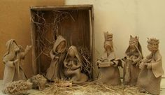 And would you believe... a burlap nativity??? (as well as other figures - I especially love the woman reading to the children!) So neat! - no idea how these are fashioned (Russian link, only leads to shared photos of the unnamed artist's work)... but they're fabulous!