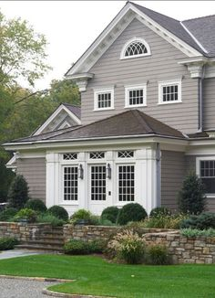 grey exterior house colors Exterior paint color: Gray Huskie by Benjamin Moore Exterior Gris, Exterior Gray Paint, Design Exterior, Exterior Paint Colors For House, Paint Colors For Home, Exterior Colors, Paint Colours, Gray Exterior Houses, Benjamin Moore Exterior Paint