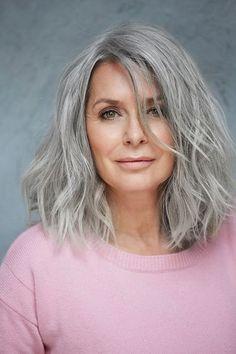 Top models agency over 40 years – Paris – Joyeux - Weißes Haar Grey Hair Model, Grey Hair Wig, Long Gray Hair, Silver Grey Hair, Lilac Hair, Emo Hair, Pastel Hair, Green Hair, Silver Hair Colors