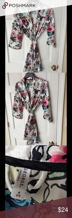 GEORGE STUNNING FLORAL ROBE In excellent condition. Stunning Robe. Size Med. 🌹 Comfy and elegant. By George George Intimates & Sleepwear Robes