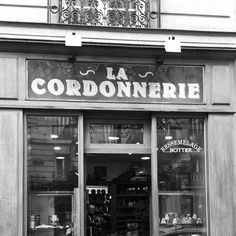 Old cobbler sign in #paris 15th arrondissement