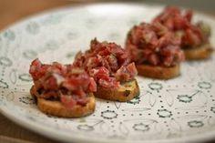 Cómo preparar un clásico #SteakTartar . Todos los secretos para que te salga #Derechupete http://www.recetasderechupete.com/receta-steak-tartar/16046/