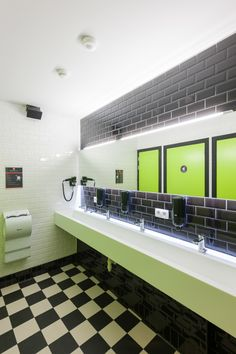 Backstay Hostel, bathroom {sink}