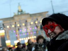 Dichtes Gedränge auf Berliner Silvesterparty - Meile fast voll