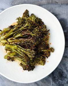 Versova parsakaali eli broccolini kypsyy nopeasti grillissä. Seaweed Salad, Japchae, Healthy Recipes, Healthy Food, Side Dishes, Food And Drink, Beef, Snacks, Baking