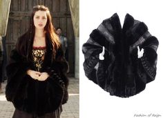 In the twenty-second episode Mary wears this vintageGiuliana Teso Black Fur Cape from i miss you vintage store. Worn with Alexis Bittar necklace, Gillian Steinhardt labyrinth and signet rings.