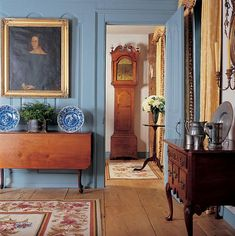 Colonial or Georgian room with carved paneling painted blue. Decor Interior Design, Interior Decorating, Colonial Decorating, Decorating Blogs, Estilo Colonial, American Interior, English Interior, Antique Interior, American Decor