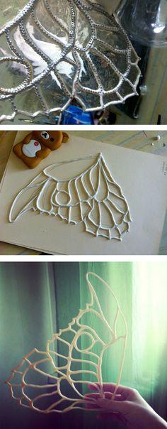 Делаем крылья феи из пластика и эпоксидки Stained Glass Lamps, Stencil Patterns, Craft Tutorials, Stencils, Recycling, Wings, Crafty, Dolls, Handmade