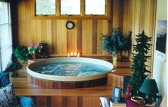 Cedar hot tub a wood-paneled interior sun room installation with surrounding, two-step deck featuring a recessed edge for comfortable seating. Round Hot Tub, Indoor Jacuzzi, Japanese Bathroom, Backyard Layout, Dome House, Bathroom Spa, Sunroom, Bar, Building