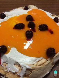 Receita de Pavlova com doce de ovos e amoras - Passo 7 Anna Pavlova, Meringue Pavlova, Cake, Desserts, Blackberries, Puddings, Desert Recipes, Cakes, Ideas