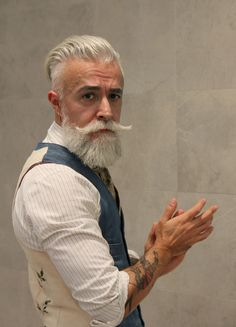 Grey hair men have a lot of opportunities to try out. With our guide for Men with grey hair, you will find it easy to match the right hairstyle right away. Beards And Mustaches, Grey Beards, Moustaches, Beard Styles For Men, Hair And Beard Styles, Bart Styles, Beard Tattoo, Beard No Mustache, Men's Grooming
