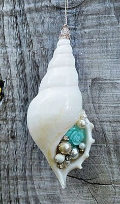 Jewelry Making Shells White Rhinestone Shell Ornament, Vintage Jewelry, Coastal Christmas, Beach Christmas Decor Seashell Jewelry, Seashell Art, Seashell Crafts, Beach Crafts, Beach Jewelry, Diy Jewelry, Handmade Jewelry, Jewelry Making, Jewellery