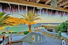Amazing Photos from Around the Net: Greek restaurant by the sea