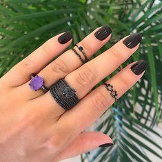 Para fechar a produção MA RA VI LHO SA  de hoje, essa mãozinha perfeita!!!  . WHATSAPP (11) 94063-1717 COMPRAS PELO SITE: www.luamia.com.br  #semijoias #semijoia #semijoiasdeluxo #tanamoda #instafashion #inlove #acessórios #folheado #folheados #minspira #meinspira #lookdehoje Sapphire, Gemstone Rings, Gemstones, Jewelry, Fashion, Latest Trends In Fashion, Luxury Jewelry, Ladies Accessories, Pith Perfect