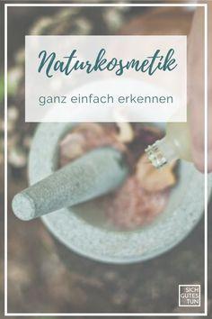 Viele Produkte haben leider oft wenig bis nichts mit hochwertiger Naturkosmetik zu tun. Trotzdem tragen sie ein Siegel oder eine ökologisch anmutende Verpackung. Außerdem steht nicht jedes Siegel für die gleiche Qualität. Naturkosmetik Etiketten | Naturkosmetik Favoriten |  Naturkosmetik Siegel | COSMOS-Siegel | Vegane Produkte / plastikfreie Produkte | ohne Tierversuche | natürliche Kosmetik | natürliche Inhaltsstoffe | Made in Germany    #sichgutestun Cosmo, Wellness, Diana, Winter, Blog, Vegan Products, Organic Beauty, Winter Time, Blogging