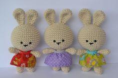 bunnies \ free pattern http://esunmundoamigurumi.blogspot.com/2013/02/patron-gratis-coneja-de-pascua.html