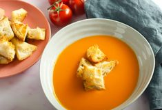 simple tomato soup | lost in food Batch Cooking, Easy Cooking, Cooking Recipes, Vegetarian Soup, Vegan Soups, Kitchen Recipes, Soup Recipes, Heinz Tomato Soup, Garlic Soup