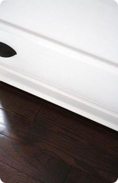 "Our ""new"" house! Thrifty Decor Chick: Our ""new"" house! Dark Wood Bed, Dark Wood Floors, Dark Hardwood, Dark Flooring, Clean Hardwood Floors, Hardwood Stairs, Flooring Sale, Timber Flooring, Engineered Hardwood"