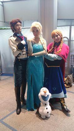 Frozen cosplay via https://twitter.com/Kazma_K/status/495458690007199744