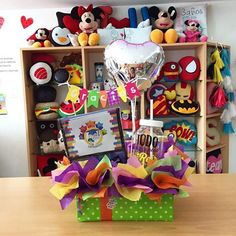 Feliz lunes! ✅ Weird Gifts, Love Gifts, Diy Gifts, Candy Bar Bouquet, Birthday Cards, Birthday Gifts, Ideas Para Fiestas, Animal Party, Graduation Gifts