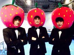 3 strawbrry~^^ boleh di gigit gak salah satu strawberry nya kkkk kalau boleh saya pengen yang sebelah kanan #PokeKyu